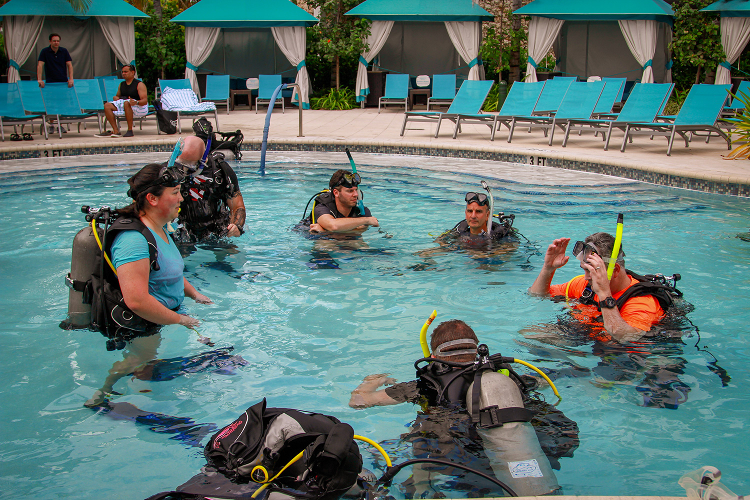 Simplify attendees during the scuba diving pool training session